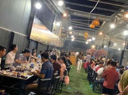 Cho thuê quán buffet mặt tiền Phan Văn Hớn Bà Điểm Hóc Môn. Giá thuê: 30tr/ tháng, 600m2, ,