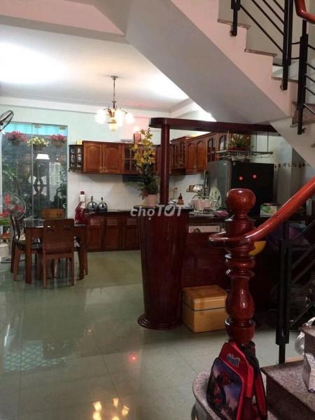 Nguyên căn đường Nguyễn Biểu, Quận 5 cần cho thuê giá 16 triệu/tháng, 3 tầng, dtsd 50m2, 50m2, 2 phòng ngủ, 4 toilet