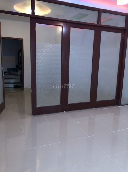 Cần cho thuê nhà rộng 55m2, 3 tầng, 4 PN, giá 24 triệu/tháng, hẻm Trường Sa, Phú Nhuận, 55m2, 4 phòng ngủ,