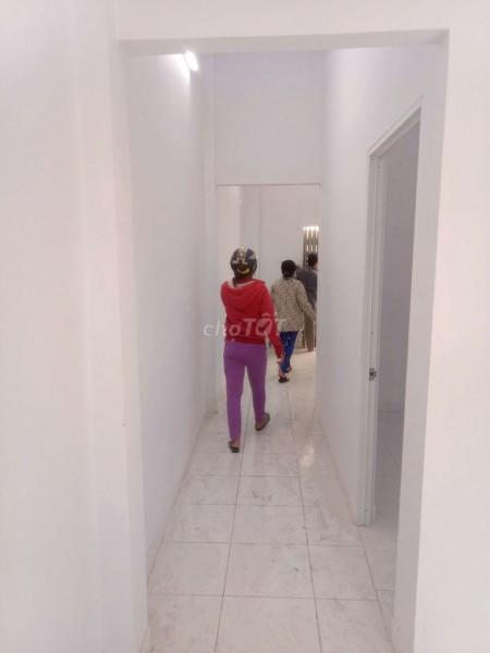 Chủ cho thuê nguyên căn rộng 150m2, giá 8 triệu/tháng. ĐC Lạc Lon Quân, Quận 10, 150m2, 3 phòng ngủ, 2 toilet