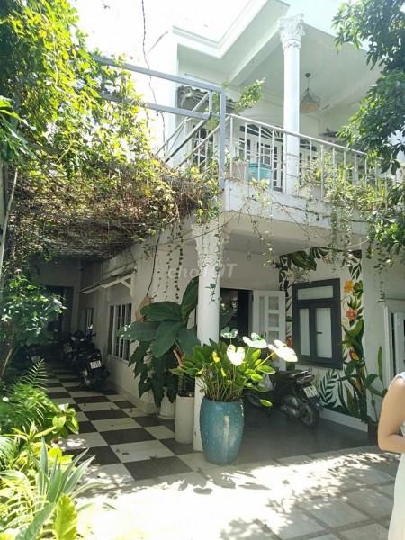 Nhà nguyên căn đẹp như biệt thự quận 2 cho thuê với giá 25 triệu/tháng. Liên hệ Ngay 0906883407, 220m2, 3 phòng ngủ, 3 toilet