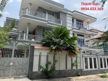Khu biệt thự Nguyễn xí có 1 căn cần cho thuê. Giá 50tr dt 200m2 ( 9 pn lớn, 9wc)). Khách thiện chí có thương lượng., 200m2, 9 phòng ngủ, 9 toilet