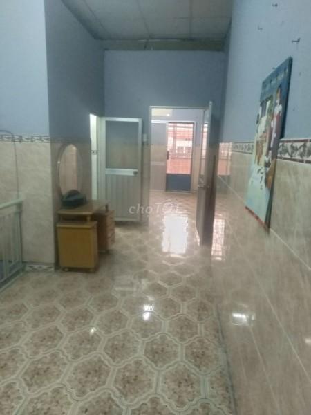 Cho thuê nhà rộng rãi thoáng mát gần ngã 5 chuồng chó 9 triệu một tháng., 75m2, 2 phòng ngủ, 3 toilet
