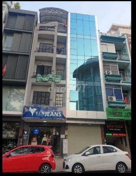 Cho thuê tòa nhà văn phòng hoặc kinh doanh ngay mặt tiền quận 3 mới đẹp. Giá tốt, 80m2, 3 phòng ngủ, 3 toilet