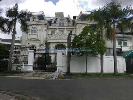 Nhà 518m2 với thiết kế sang trọng theo kiểu nhà phương tây. Ngay trung tâm Quận 2, 518m2, 4 phòng ngủ, 5 toilet