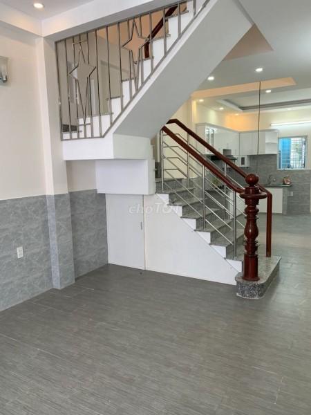 Cho thuê nhà nguyên căn mặt tiền Trần Quốc Hoàn, Quận Tân Bình Giá 38 triệu., 204m2, 5 phòng ngủ, 3 toilet
