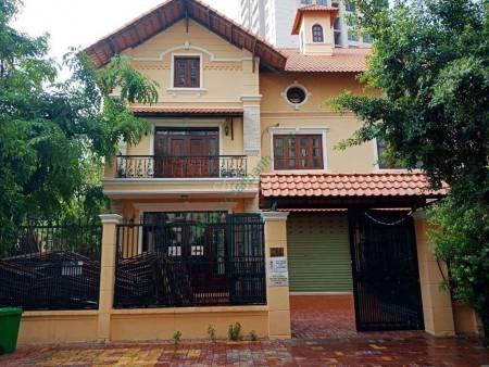 Cho thuê căn biệt thự ngay đường chính Thảo Điền, Quận 2. Nhà thiết kết theo hướng hiện đại mới mẽ., 280m2, 5 phòng ngủ, 5 toilet