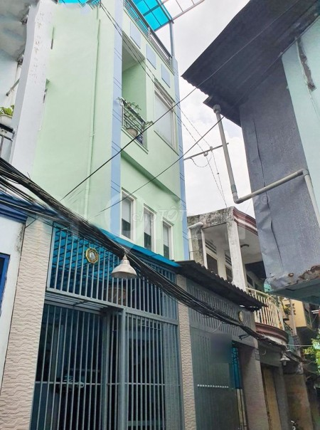 Nhà Ngyễn Văn Cừ P.1 Quận 5. Giá cho thuê 15 triệu/tháng gồm 1 tầng trệt và 2 tầng lầu, 45m2, 3 phòng ngủ, 4 toilet