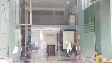 Cho thuê nhà nguyên căn mặt tiền kinh doanh ngay tại Trần Phú Phường 4 Quận 5 có 1 trệt 1 lững và 1 lầu, 132m2, , 2 toilet
