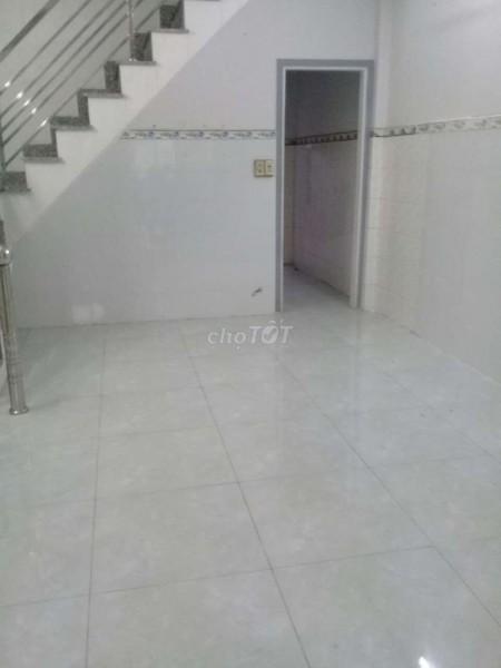 Cho thuê nhà rộng 128m2, 4 tầng, còn mới, giá 12 triệu/tháng. ĐC Cao Đạt, Quận 5, 128m2, 3 phòng ngủ, 4 toilet