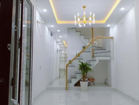Quận 4 cho thuê nhà nguyên căn 3 lầu có sân thượng trên đường Nguyễn Khoái, Dtsd 160m2, 50m2, 5 phòng ngủ, 4 toilet