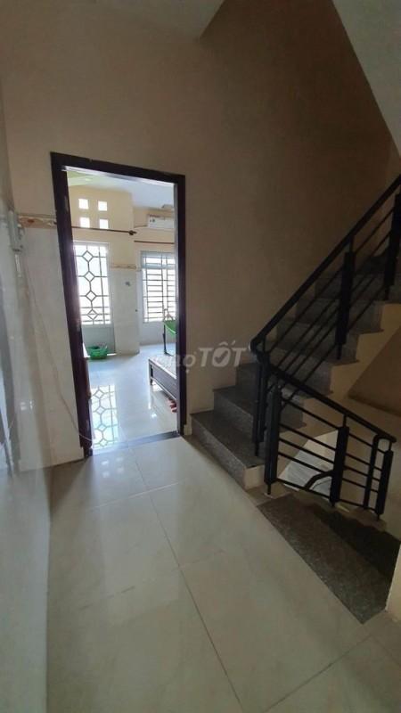 Nhà nguyên căn 2 lầu cần cho thuê có 4 phòng ngủ và 3 nhà vệ sinh, có sân thượng rộng rãi, 44m2, 4 phòng ngủ, 3 toilet