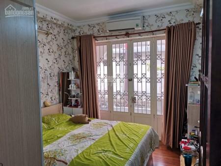 Nhà nguyên căn cho thuê nguyên căn giá siêu mềm mùa dịch tại đường Đặng Tất phường Tân Định quận 1, 88m2, 5 phòng ngủ, 3 toilet