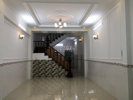 Nhà nguyên căn địa chỉ tại đường Nguyễn Khoái Phường 4 Quận 4 cần cho thuê lại giá 13 triệu/tháng, 52.5m2, 5 phòng ngủ, 4 toilet