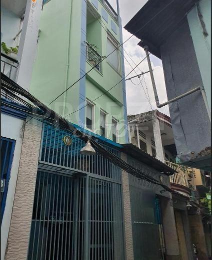 Cho thuê nhà nguyên căn 4 tầng tại đường Nguyễn Văn Cừ Phường 1 Quận 5. Giá thuê 15 triệu/tháng, 45m2, 3 phòng ngủ, 4 toilet