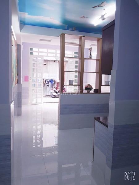 Có nhà rộng 110m2, 3 tầng, còn mới, không gian nhà rộng, giá 14 triệu/tháng, hẻm Phạm Hùng, Quận 8, 44m2, 3 phòng ngủ, 4 toilet