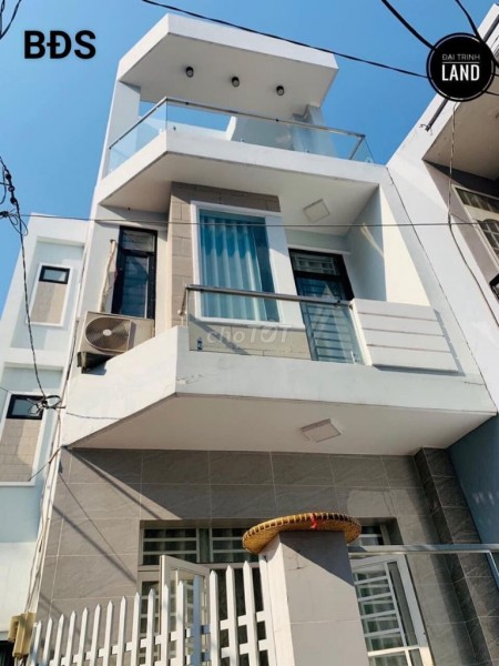 Nhà mới cho thuê nguyên căn tại đường Phan Văn Trị Phường 11 Quận Bình Thạnh có đủ nội thất, 90m2, 3 phòng ngủ, 3 toilet