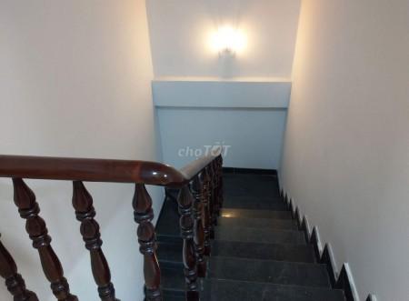 Nhà nguyên căn cho thuê tại huyện Nhà Bè, 110m2 với 1 trệt 2 lầu, 5 phòng ngủ lớn. Giá cho thuê 10 triệu, 110m2, 5 phòng ngủ, 3 toilet
