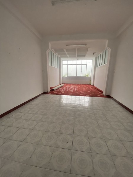 Cần cho thuê nguyên căn rộng 80m2, 1 trệt, 3 lầu, đường Tôn Đản, Quận 4, giá 40 triệu/tháng, 80m2, 5 phòng ngủ, 3 toilet