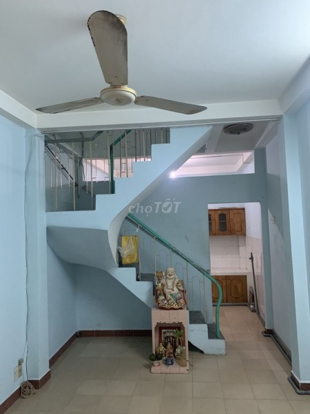 Hẻm an ninh Nguyễn Đình Chiểu, Quận 3 cần cho thuê nhà rộng 30m2, giá 8 triệu/tháng, 30m2, 2 phòng ngủ, 2 toilet
