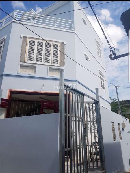 Cho thuê nhà mới xây trong khu dân cư an ninh, yên tĩnh. Dt 4m x 12m. 8,5 triệu/tháng, 48m2, 3 phòng ngủ, 3 toilet