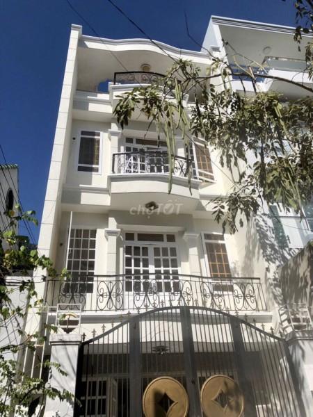 Nhà cho thuê nguyên căn 5m x 20m, 1 trệt, 2 lầu và 1 sân thượng tại KDC Gia Hòa, 100m2, 4 phòng ngủ, 5 toilet