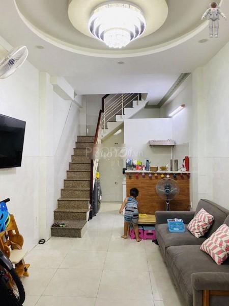Cần cho thuê nhà nguyên căn rộng 21m2, 1 trệt, 1 lửng, 2 lầu, 2 PN, hẻm Đoàn Văn Bơ, giá 9.5 triệu/tháng, 21m2, ,