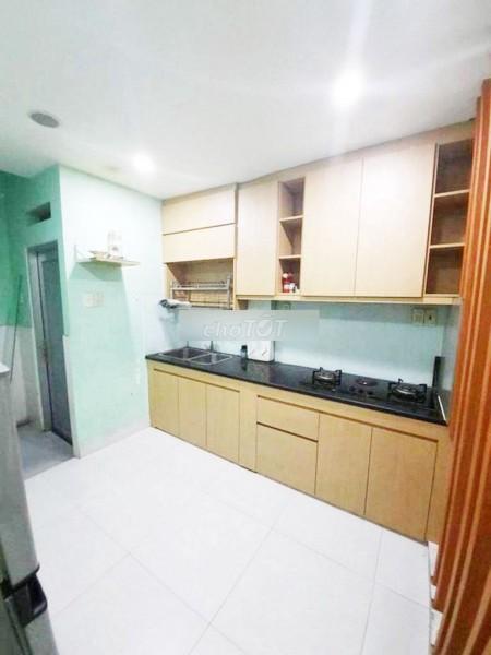Có nhà 126m2, còn mới nguyên, thoải mái sinh hoạt, có 3 tầng, 3 PN, đường Phan Văn Trị, Quận 5, giá 16 triệu/tháng, 126m2, 3 phòng ngủ, 3 toilet