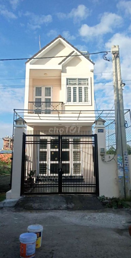 Nhà nguyên căn vừa mới xây xong mới toanh, cổng rào an toàn, nhà kiến trúc đẹp hiện đại, 77m2, 2 phòng ngủ, 2 toilet