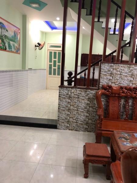 Cần cho thuê căn nhà tại Ngã 3 Lò Lu, Đường Lã Xuân Oai Quận 9, Nhà mới dọn vào ở ngay, 90m2, 3 phòng ngủ, 2 toilet