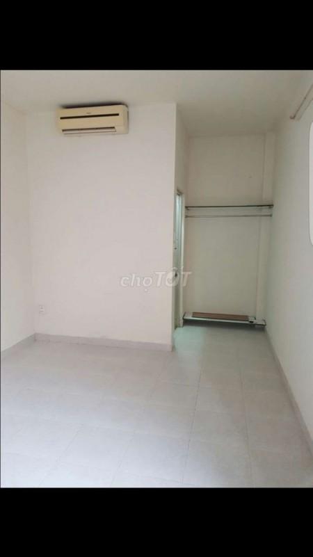 Nhà nguyên căn Huỳnh Văn Bánh, Dt 3m x 7m, có 1 trệt 1 lững và 1 tầng lầu, 20m2, 2 phòng ngủ, 2 toilet
