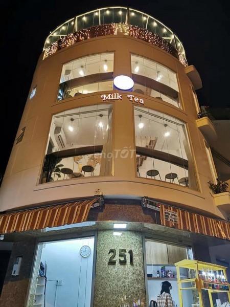 Cho thuê nguyên căn mặt tiền Phạm Văn Đồng, P1, Gò Vấp, căn góc thuận tiện nhiều mô hình kinh doanh, 48m2, 3 phòng ngủ, 3 toilet