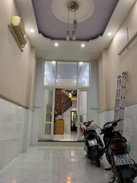 Hẻm Trần Xuân Soạn, Quận 7 cần cho thuê giá 17 triệu/tháng, 3 tầng, kiên cố, đồ dùng có sẵn, 36m2, 3 phòng ngủ, 4 toilet