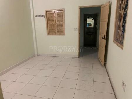 Cho thuê nhà nguyên căn 3.8m x 12m 1 lầu khu an ninh đường Trần Bình Trọng, 45.6m2, 2 phòng ngủ, 2 toilet