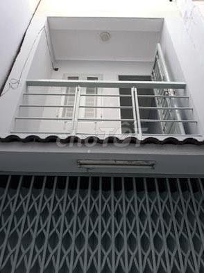 Nhà nguyên căn 2 tầng ngay bờ kè Trường Sa Quận Phú Nhuận. Giá chỉ 5tr3/tháng, 17m2, 1 phòng ngủ, 1 toilet