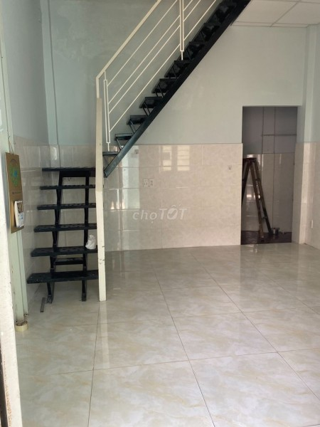 Cho thuê nguyên căn nhà riêng biệt 1 trệt và 1 tầng lầu tại đường Trần Hưng Đạo, Quận 5, 60m2, 1 phòng ngủ, 1 toilet