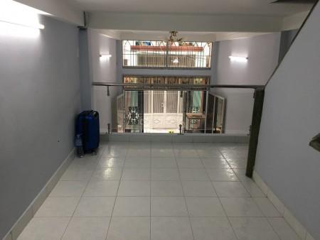 Nhà nguyên căn hẻm 273 Nhật Tảo, Quận 10, đang trống cần cho thuê giá 15 triệu/tháng, dtsd 28m2, 28m2, 3 phòng ngủ, 2 toilet