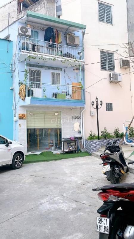 Mặt tiền đường lớn Quận 4, có nhà cần cho thuê dt 18m2, 3 tầng, giá 10.5 triệu/tháng, lh 0932343378, 18m2, 3 phòng ngủ, 3 toilet