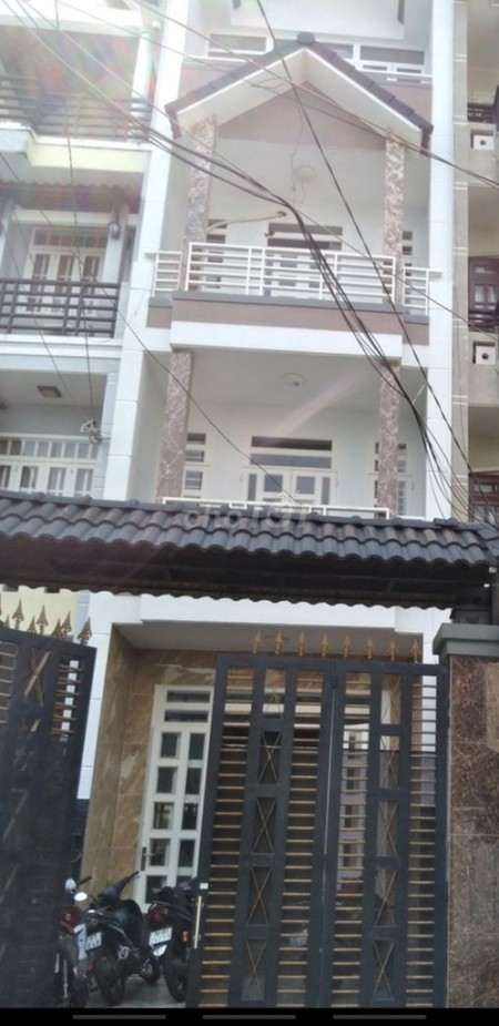 Nhà nguyên căn chiều ngang 4m, chiều dài 24m, gồm 3 tầng với 6 phòng ngủ, 4wc, 96m2, 6 phòng ngủ, 4 toilet