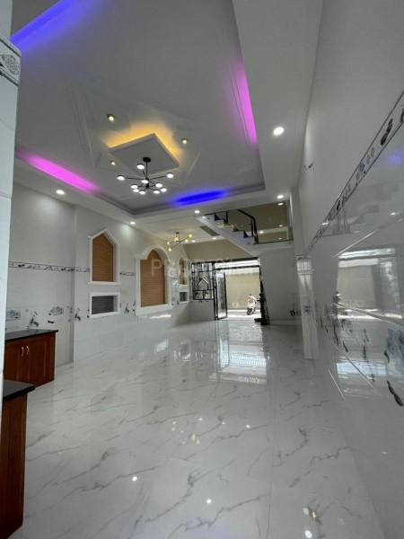 Cho thuê nhà nguyên căn mới xây dựng xong 1 trệt 3 lầu tại Phường Linh Xuân, Thủ Đức, 90m2, 5 phòng ngủ, 6 toilet