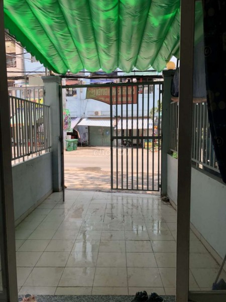 Cho thuê nhà nguyên căn bé bé xinh xinh có 1 trệt và 2 tầng trên đường Tạ Quang Bửu, 28m2, 1 phòng ngủ, 2 toilet