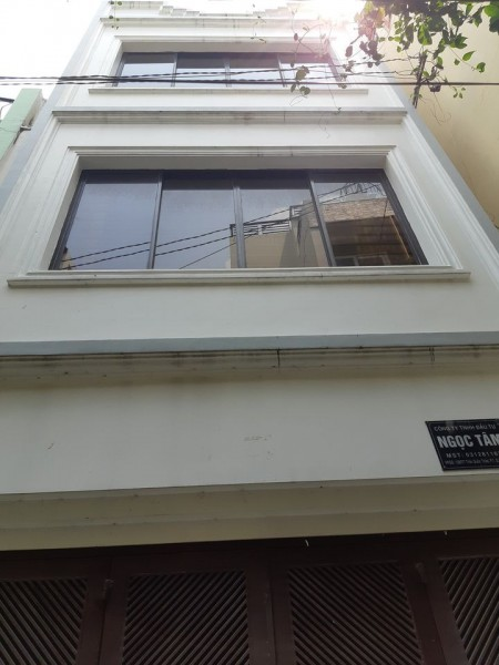 Cần cho thuê căn nhà mới, 44m2 có 3 lầu tại Trần Quốc Thảo Quận 3., 44m2, 4 phòng ngủ, 3 toilet