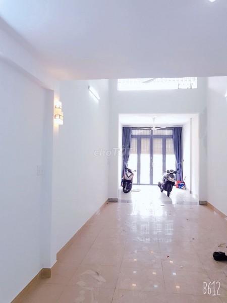 Cho thuê nhà rộng 2 lầu, 1 sân thượng, 4 PN, giá 25 triệu/tháng, mặt tiền 65 Xóm Củi, Quận 8, 92m2, 4 phòng ngủ, 3 toilet