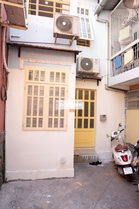 Cần cho thuê căn nhà 12 triệu/tháng, tại Trung tâm Quận 1, 31.5m2, 2 phòng ngủ, 2 toilet
